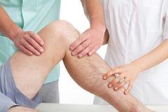 Treatement του αθλητικού τραυματισμού. Στοκ εικόνες με δικαίωμα ελεύθερης χρήσης