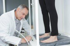 Treatement Podiatrist στην κλινική Στοκ Φωτογραφίες