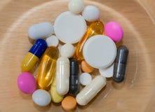 treatment Assortiment des pharmaceutiques, de beaucoup de comprimés et des capsules image stock