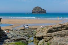 Trebarwith pasemka plaży Cornwall Lipiec heatwave Obrazy Royalty Free