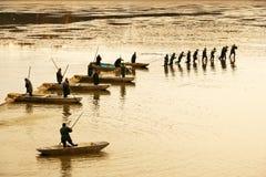 TREBON TJECKIEN - DEC 2014 - fiskar skörden Royaltyfri Fotografi