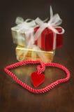 Treccia e regali del cuore Fotografie Stock Libere da Diritti