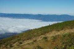 Trecking över molnet Arkivbilder