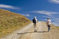 Trecking do homem idoso e da mulher Fotografia de Stock