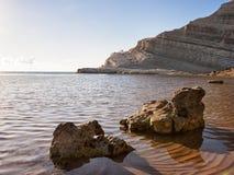 Trede van de Turken - Schitterende mening over een woestijnstrand in Sicilië, Stock Foto's