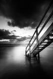 Treden aan de oceaan Stock Foto