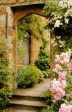 Treden aan de tuin in Middeleeuws kasteel Royalty-vrije Stock Foto's