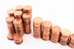 Treden aan rijkdom, die van kolommen van muntstukken wordt gemaakt Stock Afbeelding