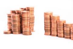 Treden aan rijkdom, die van kolommen van muntstukken wordt gemaakt Stock Foto's