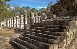 Treden bij de Tempel van de Strijders, Chichen Itza stock foto's