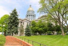 Treden die aan het Capitool van de Staat van Colorado leiden stock foto