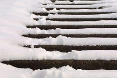 Treden die met sneeuw worden behandeld Stock Foto's