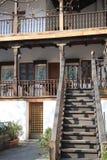 Treden en balkon van herberg stock foto