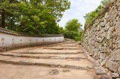 Treden en muren van het kasteel van Bitchu Matsuyama, Takahashi, Japan royalty-vrije stock afbeelding