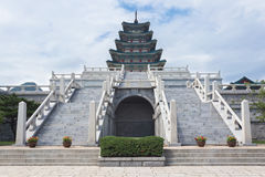 Treden en pagode bij Gyeongbokgung-Paleis Stock Afbeeldingen