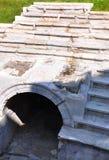 Treden en zetels van het oude stadion voor het blokkenwagenras Stock Fotografie