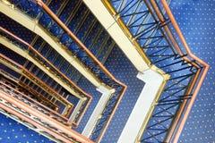 Treden met blauw tapijt Stock Foto
