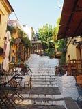 Treden met Restaurants in Athene, Griekenland worden gevoerd dat Royalty-vrije Stock Foto