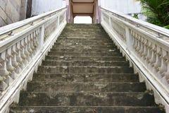 Treden tot de tempel, Thailand, een gebouw toegewijd die aan de verering, of als woningsplaats wordt beschouwd, of royalty-vrije stock afbeelding