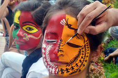 Treditional indiska målningdesigner på framsida Arkivfoton