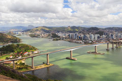 Tredje bro (Terceira Ponte), panoramautsikt av Vitoria, Vila V Royaltyfri Bild