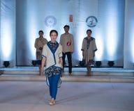 Tredje serie av den Ya kläder-mode showen Royaltyfria Foton