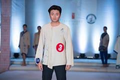 Tredje serie av den Ya kläder-mode showen Royaltyfri Bild
