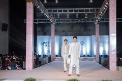 Tredje serie av den Ya kläder-mode showen Arkivfoto