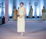 Tredje serie av den Ya kläder-mode showen Fotografering för Bildbyråer