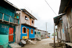 Tredje världgrannskap med färgrika hus Fotografering för Bildbyråer