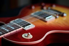 Tredubbel strömbrytare för rytm på den nya elektriska gitarren royaltyfria bilder
