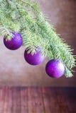 tree för filialjulprydnadar Arkivfoto