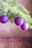 tree för filialjulprydnadar Arkivfoton