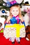 tree för julgåvaflicka under Arkivfoton