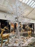 tree för julgalleriashopping royaltyfria bilder