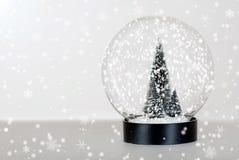 tree för juljordklotsnow Arkivfoto