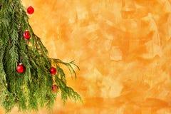 tree för julprydnadred Arkivfoto