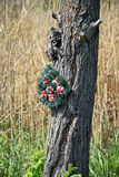 Tree trunk with a wreath Royalty Free Stock Photos