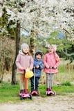 Treee dzieci na hulajnoga Zdjęcie Stock