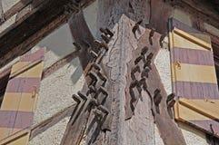 Treenails в лучах исторического здания стоковое фото rf