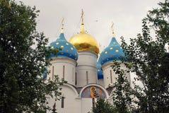 Treenighet Sergius Lavra i Ryssland AntagandeDormition domkyrka Royaltyfria Foton
