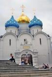 Treenighet Sergius Lavra i Ryssland Dormition (antagande) kyrka Arkivbild