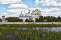 TreenighetBoldin kloster nära staden av Dorogobuzh, Smolensk region royaltyfria bilder