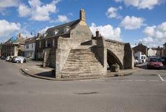 Treenighetbro, för stenbåge för 14th århundrade trevägsbro, Crowla Arkivbilder