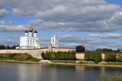 Treenighetdomkyrka i Pskov royaltyfri bild