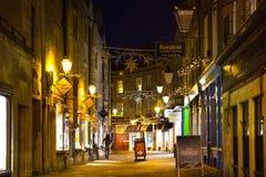 Treenighetgatan med shoppar, kaféer Royaltyfri Bild