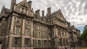Treenighethögskola i Dublin Irland royaltyfri foto