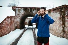 Tref aan de Winterjogging voorbereidingen royalty-vrije stock afbeeldingen
