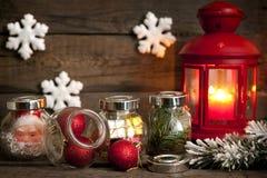 Tref aan het unieke concept van Kerstmis met lantaarn voorbereidingen Stock Afbeeldingen