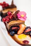 Trefaldig chokladefterrätt Royaltyfri Bild